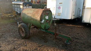 Single axle fuel bowser