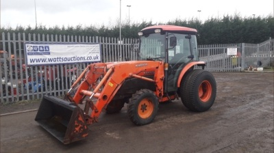 2011 KUBOTA L4240 4wd tractor c/w loader, 2 x spool valves, 3 point links, pto, shuttle S/n60592