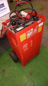 CLARKE 700amp 3 phase charger booster