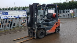 2014 TOYOTA 8FGF18 1.8t gas driven forklift truck (s/n 36387) with triplex mast & side-shift