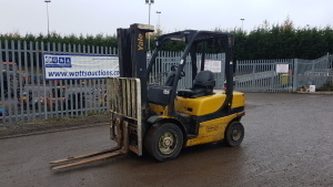 2011 YALE GDP25VH 2.5t diesel driven forklift truck (s/n B875B22393J) with triplex mast & side-shift