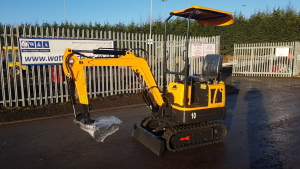 2020 RHINOCEROS LM10 rubber tracked excavator S/n: with 3 buckets, blade, piped & off-set boom