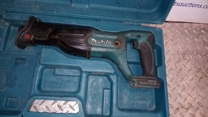 MAKITA reciprocating saw c/w case (spares)