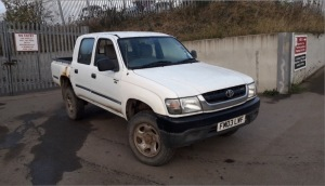 TOYOTA HILUX EX 4wd double cab pickup (FM03 LWF) (white) (V5 & spare key in office)