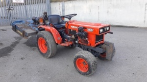 KUBOTA B4200 4wd tractor c/w fleming topper (L335 OWB) (V5 in office)