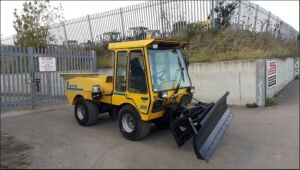 1996 WULFF MULTIHOG 800 4x4 hydraulic tool carrier c/w snow plough & salt spreader attached