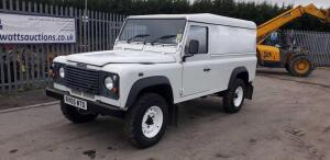 2005 LANDROVER DEFENDER 4wd (white) (RV05 WTD) (MoT 7th October 2021) (V5 & MoT in office)