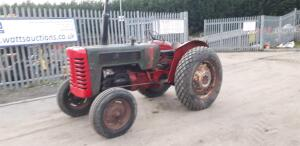 INTERNATIONAL B275 2wd diesel tractor (s/n 33449) c/w new front rims (No Vat)