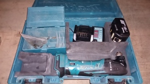 MAKITA BTM50 cordless multi tool c/w battery, charger & case