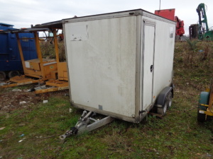 Twin axle box trailer with transformer oil transfer tanks