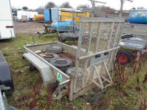 INDESPENSION 2.6t twin axle plant trailer with ramp (parts missing)