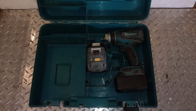 MAKITA BTP141 18v cordless impact wrench c/w case
